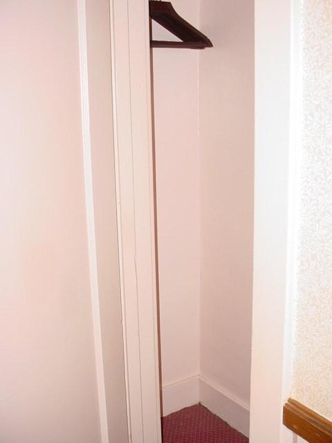 Hotel binions-closet